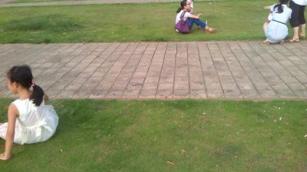 廖欣欣在沙井市展广场打翻叉