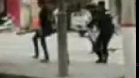 河南长葛一男子持刀追砍 被开枪击伤后身亡