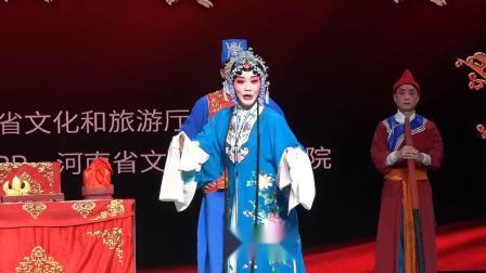新乡市演艺公司优秀青年演员刘亚飞演绎豫剧《陈三两》公堂一折。