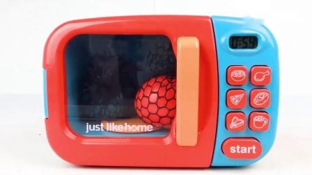 把巧克力球放进搅拌机里面,神奇的微波炉变出汽车玩具,颜色启蒙