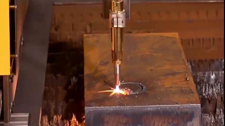 实拍等离子激光切割钢板太神奇了!