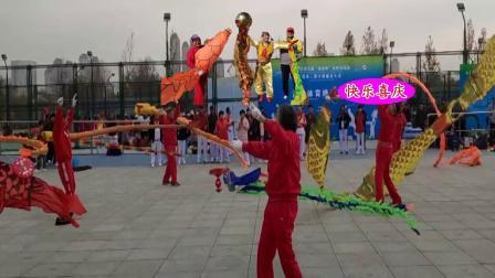 五彩空竹舞龙艺术团在水西公园