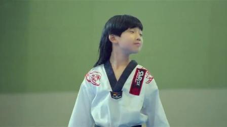 龙拳小子跆拳道老师打不过林秋楠,竟想歪点子,结果偷袭了校长