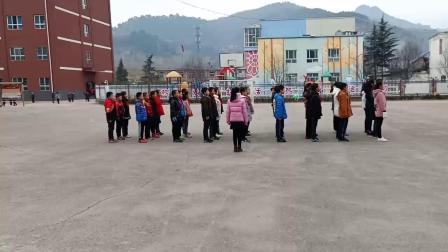 铜川市耀州区庙湾镇中心小学六一班队列队形展示