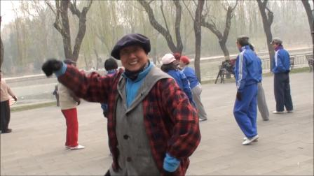 快看,快乐无比的太极人。2012.12.2太极之春晨练后的娱乐活动