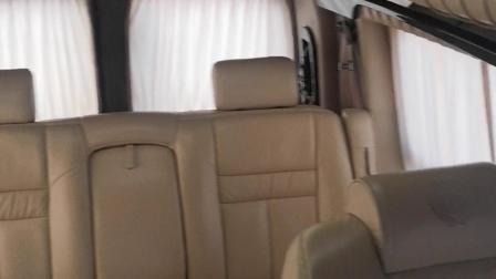 GMC定制款高端汽车窗帘,撤掉原车百褶窗帘,更换高端台湾款牛奶丝面料窗帘,轨道采用高品质电泳铝合金,质感强