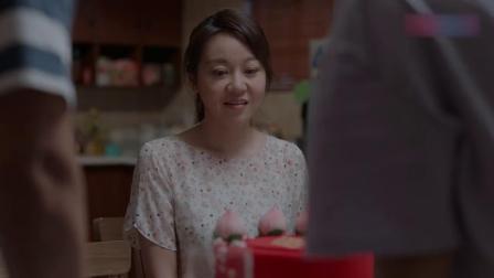 少年派 29_超清 林爸给林妈定蛋糕,结果没跟客服没沟通好,打开蛋糕一家三口笑傻