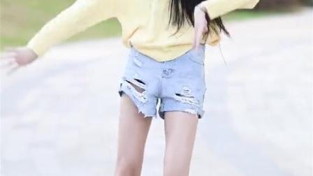 小姐姐肤白貌美,配上大长腿,网友:爱了爱了!