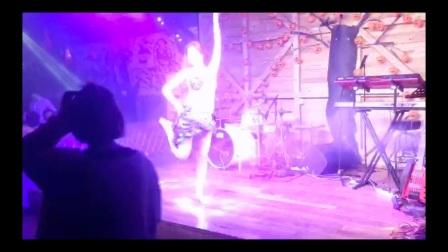 杭州市太拉国际东方舞教培学院 —— 太拉国际冠军导师漫漫老师的Debuka融合鼓舞演出😘@太拉国际|杜骏毅 的视频原声