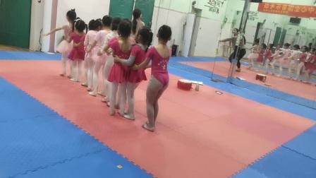 中国舞2级2班《老鹰捉小鸡》练习  园林艺术培训中心
