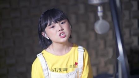 韩甜甜唱《男孩别哭》,面对困难要微笑,一起加油