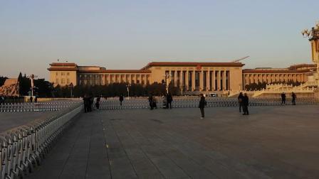 毛主席诞辰日,上万人来到毛主席纪念堂瞻仰