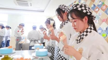 甘肃新东方技工学校西点裱花实操课