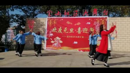 请欣赏马鞍山市雨山区银塘镇演出队表演的《红梅赞绣红旗》。