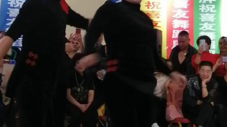 金奖得主飞儿、小毅大师在李喜友大师新年舞会上展示精彩吉特巴