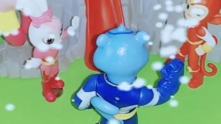 白雪的发现了三个小宝宝,把他带回他家,结果那是宇宙护卫队的!