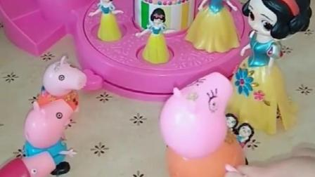 白雪让孩子去玩舞池,但是猪妈妈也想让孩子玩,怎么办呢