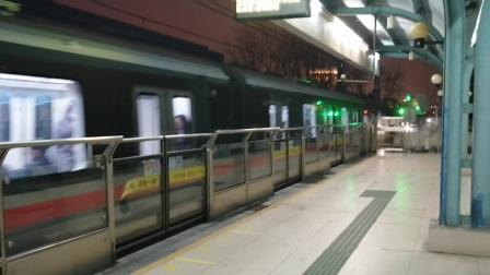上海地铁1号线184号车莲花路站上行出站(富锦路站方向)