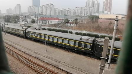 上局沪段HXD1D0117牵引T101次(上海南—深圳),莘庄地铁站1道快速通过