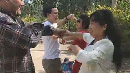 金舞飛扬舞蹈队公园跳丰舞