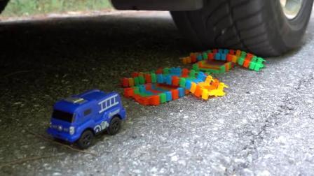 牛人把积木放到车轮下面,实在是太减压了,好过瘾啊