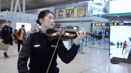 机场春运,候机大厅突然奏响交响乐《茉莉花》感动归乡人,暖心
