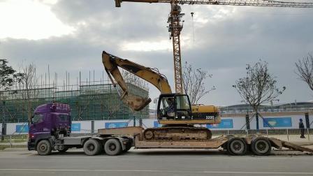 CAT 卡特320C挖掘机上拖车