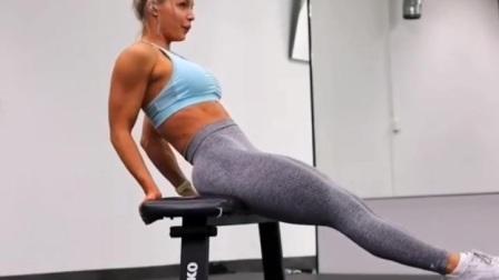 利用长椅锻炼身体