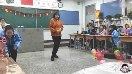 班里最腼腆的女生跳起舞,音乐一响自信爆棚全班同学看愣了