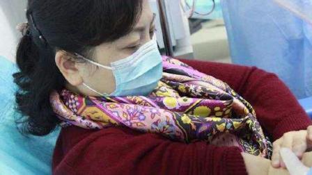 武汉市金银潭医院院长 张定宇妻子捐献血浆.mp4
