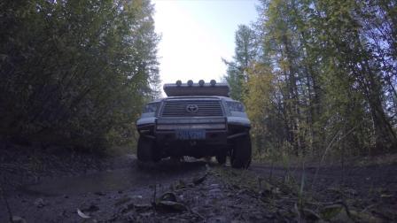 升顶越野房车既能在公路畅通无阻又能轻松驾驭山地