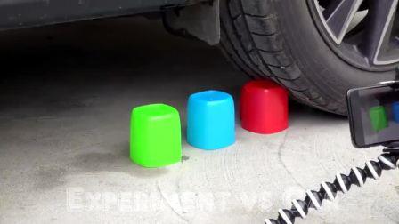 牛人把冰淇淋脆筒放在车轮下面,真减压,太过瘾了!
