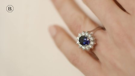 白金蓝宝石群镶钻石戒指