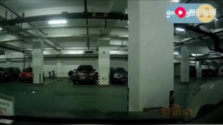 不知道女司机在干嘛😊