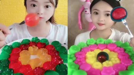小可爱:各种彩色果冻小月饼, 看她吃的太过瘾了