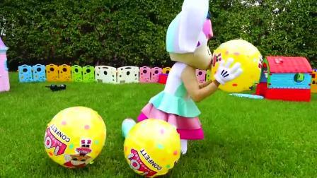 搞笑萌娃:今天是好朋友的生日,萌娃小可爱们和妈妈一起给她准备了有趣的生日礼物,萌娃:生日快乐!