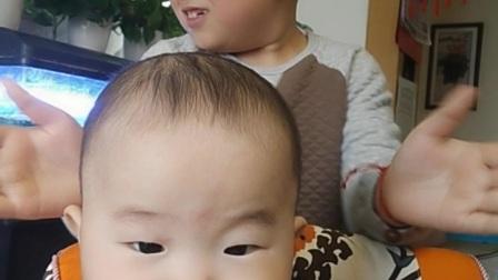 小麒麒六个月手机自拍