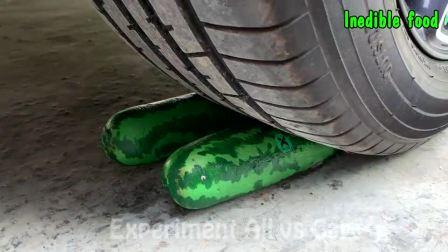 趣味实验:牛人把糖豆玩具、草莓等放在车轮下,好减压,勿模仿