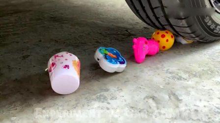 趣味实验:牛人驾驶汽车碾压儿时小玩具,有趣的解压游戏
