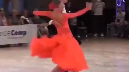 交谊舞精彩段三