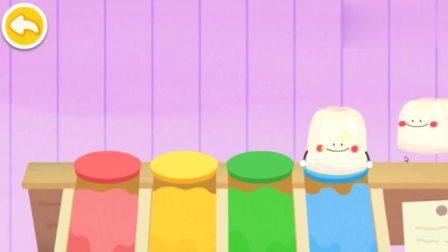 游戏宝宝巴士准备制作小布丁,把四个果冻取出来