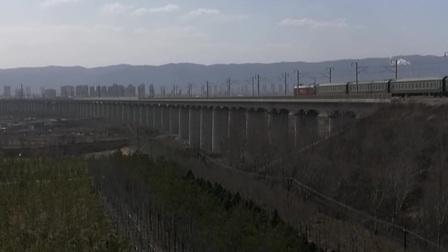 K1333次【上海-银川】通过石太客专东山特大桥东端