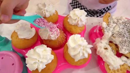 萌娃小可爱:小萝莉做了好吃的奶油蛋糕,小正太笑什么呢?亲子益智玩具儿童乐园