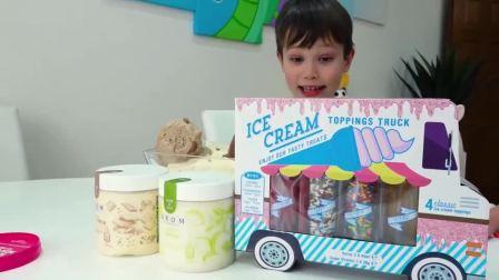 萌娃小可爱:小萌宝一起做了冰淇淋球,还在上面加了糖针,真不错!亲子益智玩具儿童乐园