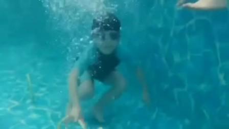 儿童水育早教视频,水中潜泳展示!