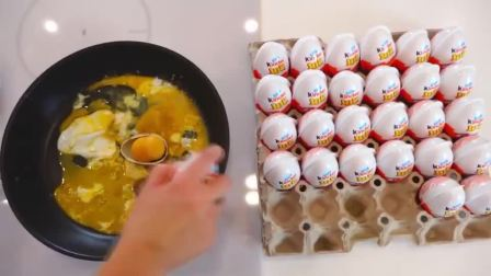 萌娃小可爱们用魔法棒把妈妈做饭的鸡蛋变成了巧克力蛋,小家伙们可真会玩呢!
