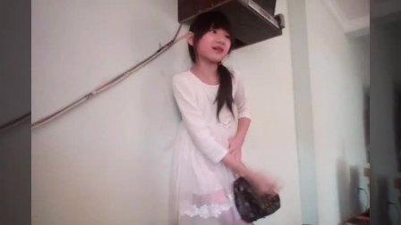 美女在酒店的房间里突然想拉屎!结果半天都没找到厕所,找到厕所之后却拉在裙子里了太羞耻了!