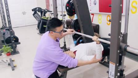 学习健身教练难么,有参加专业的健身教练培训其实也不难的,不用担心