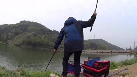 钓鱼实战202,又到鲜玉米神饵季,打窝和水层的注意点还有这么多讲究