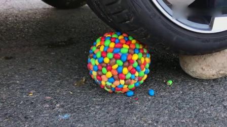 趣味实验:牛人驾驶汽车碾压儿童小笛子,有趣的解压游戏